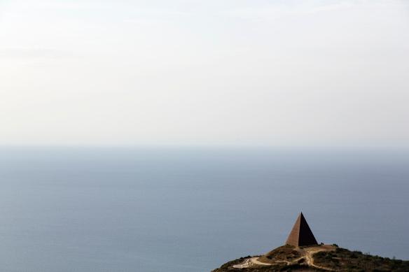 Pyramiden på den 38. breddegrad. Foto: Paulina Cervenka