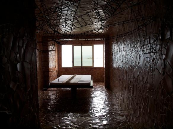 Jord og ild: hele rommet er kledd i terracotta